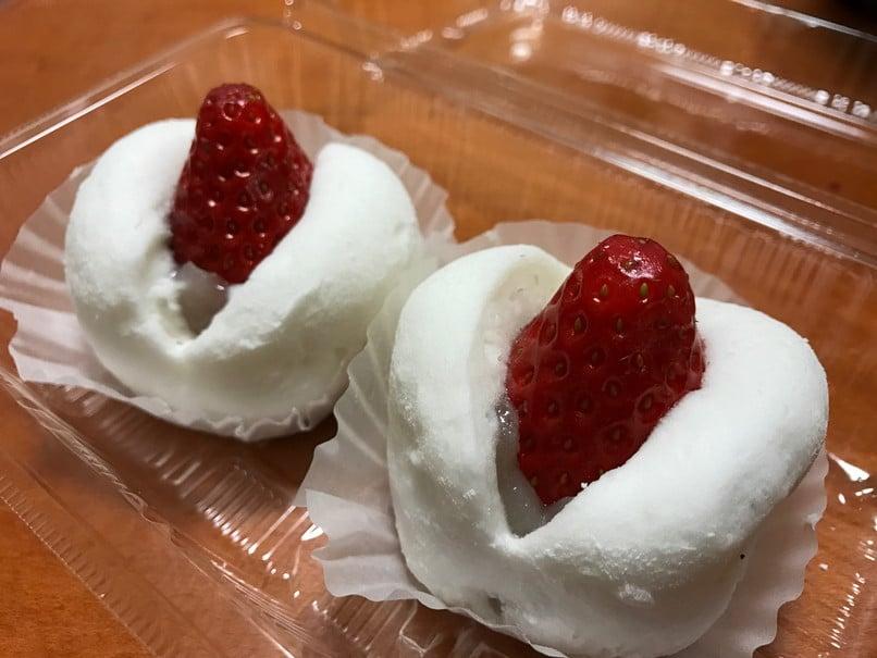和泉屋のイチゴ大福